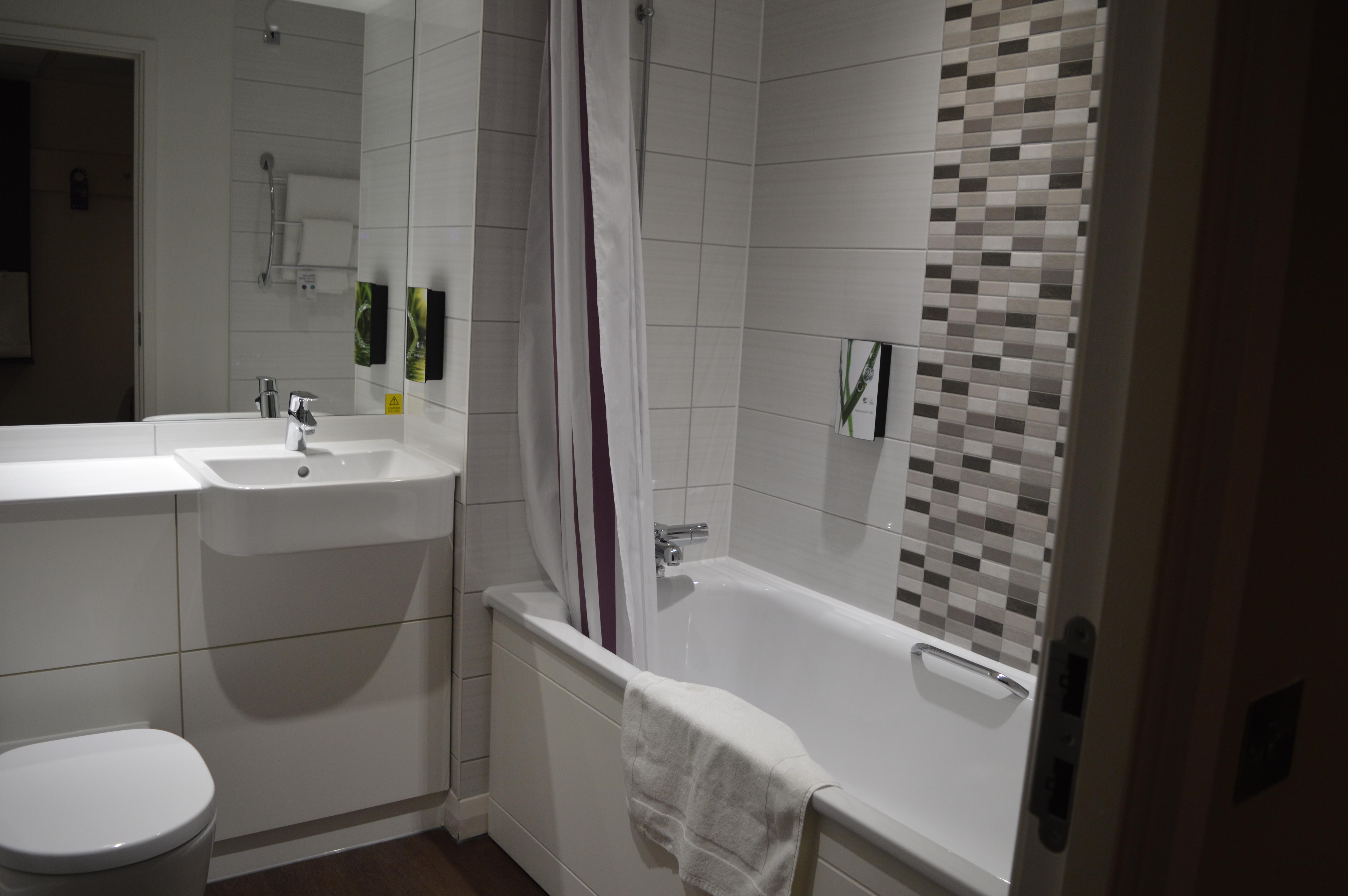 Archway Premier Inn Bathroom