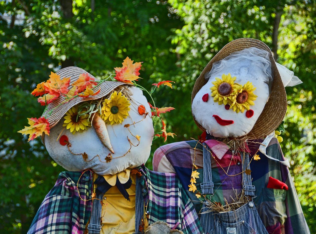 Fall DIYs Make a Scarecrow