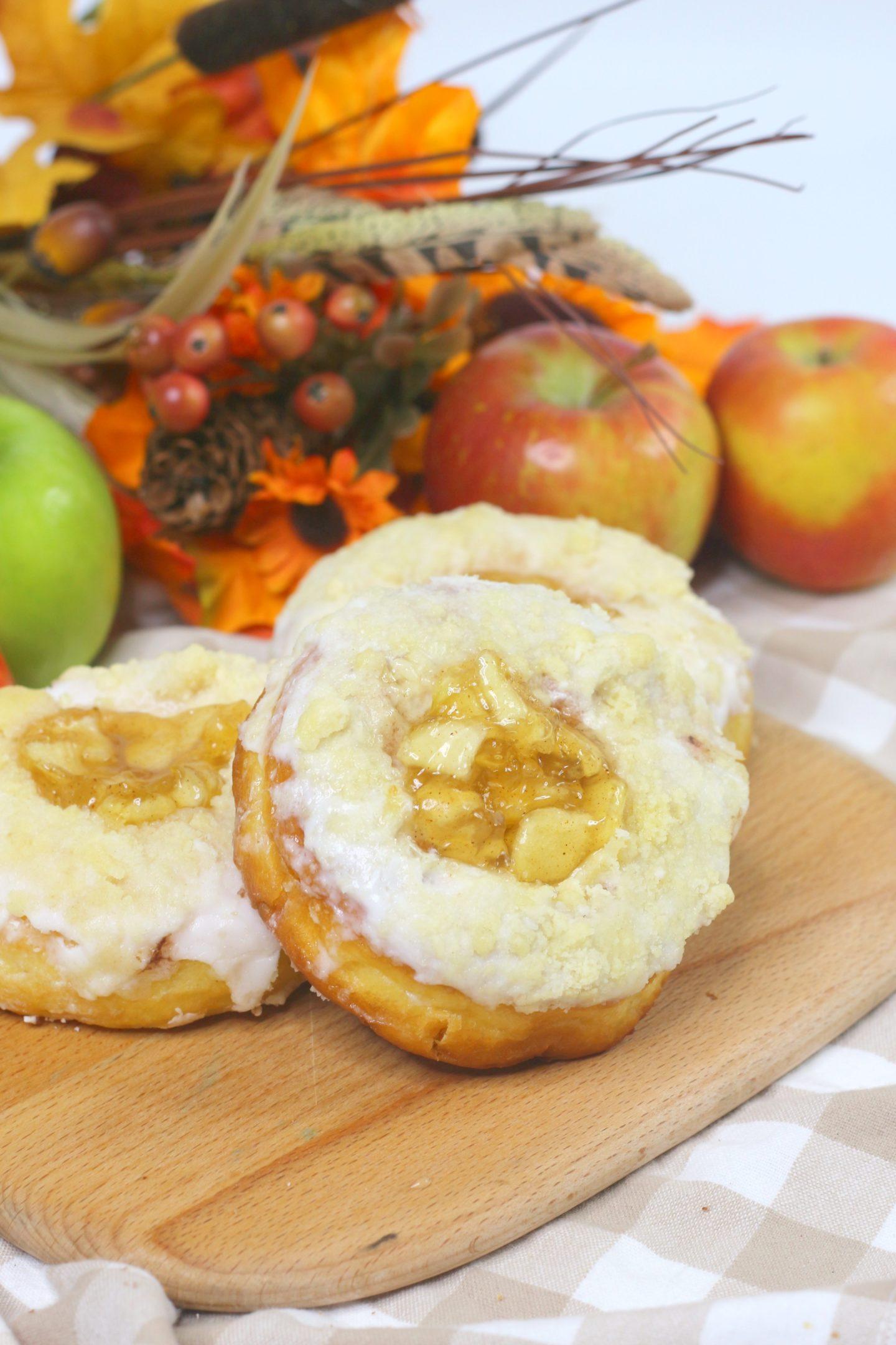 apple pie doughnuts